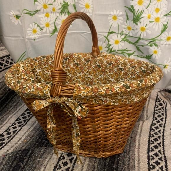 Vintage Other - Vintage 1970s floral lined huge woven basket